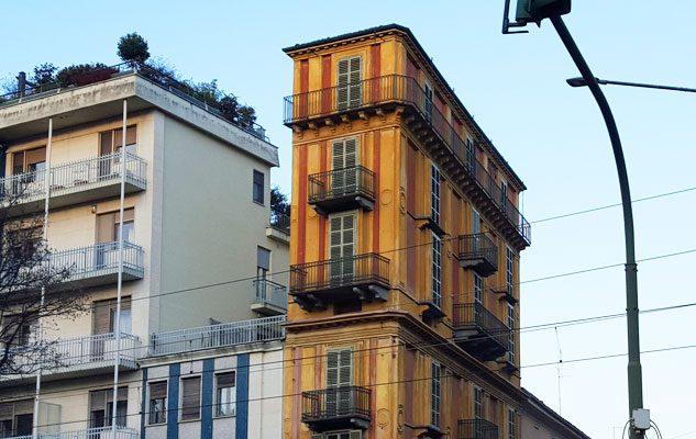 La fetta di polenta l edificio pi curioso di torino for Piani casa stretta casa