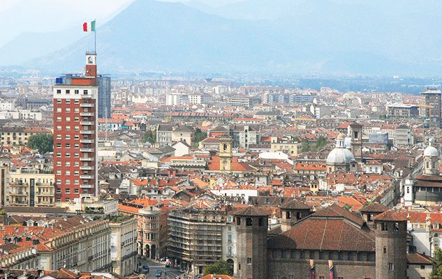 """La Torre Littoria, il """"pugno nell'occhio"""" di Torino"""