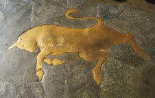 Curiosità: il toro di piazza San Carlo, portafortuna di Torino