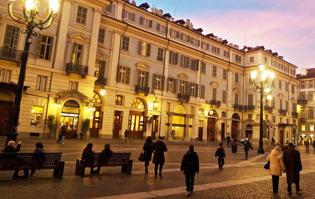 Piazza Carignano a Torino: storia, monumenti e buon cibo