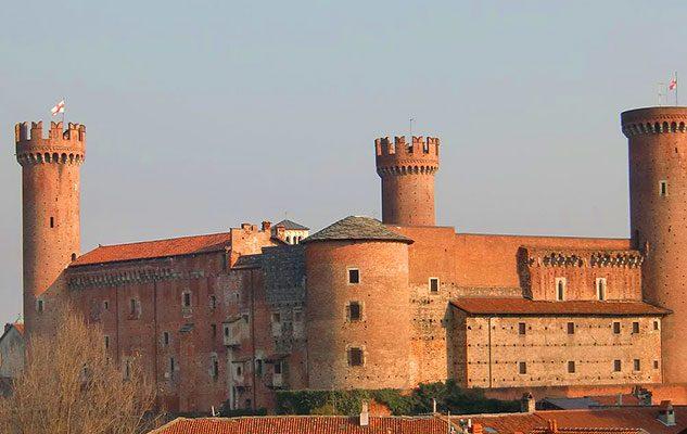 """Il Castello di Ivrea: il palazzo dalle """"rosse torri"""" e dalla lunga storia"""