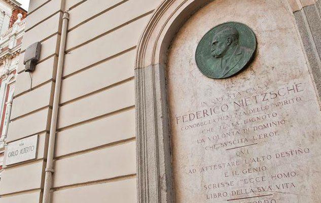 La storia di Nietzsche e del cavallo: quando il filosofo impazzì a Torino
