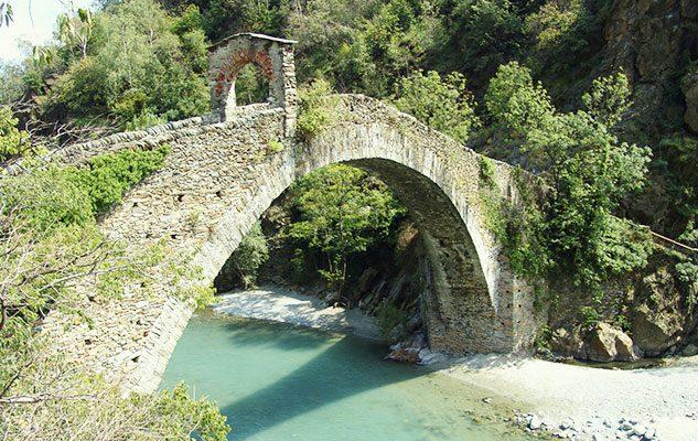 L affascinante ponte del diavolo a lanzo costruito dal for Ponte del secondo piano