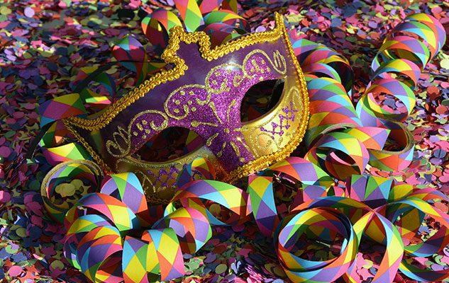 Carnevale in Piemonte: 5 feste da non perdere tra maschere, tradizioni e riti propiziatori