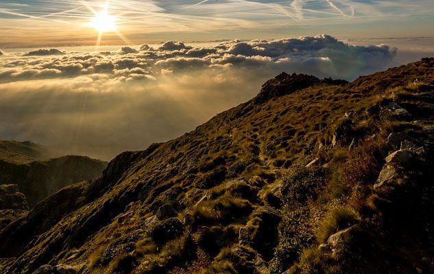 A piedi tra le nuvole: spegni il motore, ascolta la montagna