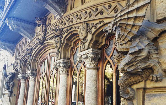 La casa dei draghi di torino un misterioso edificio tra for Stili di progettazione del piano casa della nigeria