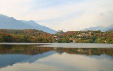 Il Lago Sirio: una stazione balneare tra le montagne del Piemonte