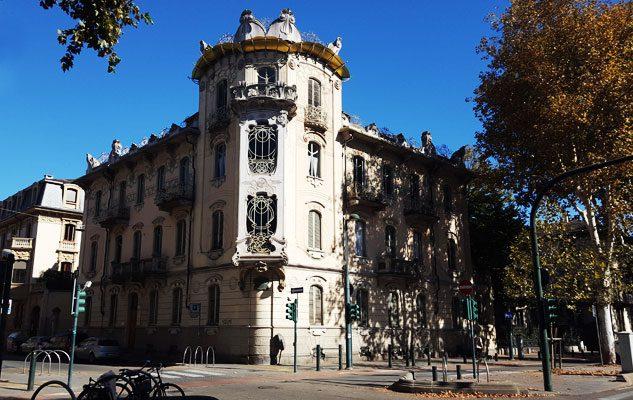 Casa fenoglio la fleur scrigno liberty nel centro di torino for Casa moderna a torino