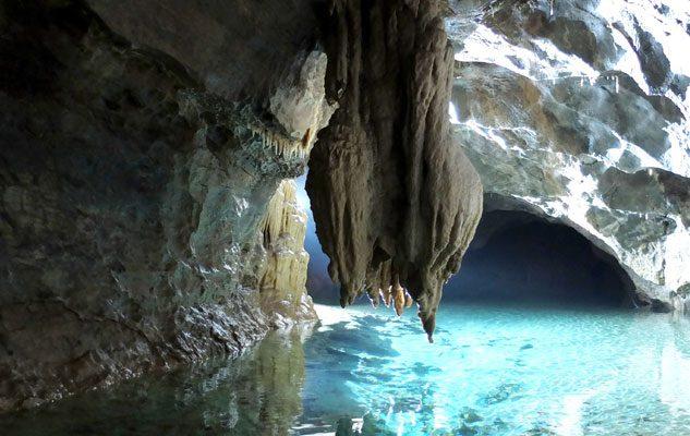 La Grotta di Bossea: torrenti, laghi sotterranei e stalattiti nella più antica grotta turistica d'Italia