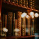 Le 5 più belle librerie di Torino: un viaggio tra scaffali di legno e profumi di libri antichi