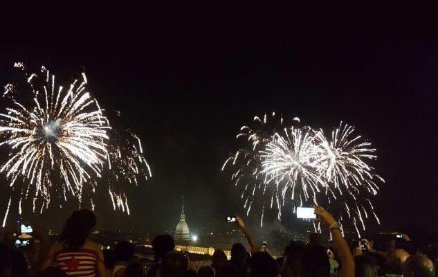 La Festa di San Giovanni 2017 a Torino: il farò, la sfilata ed i fuochi d'artificio