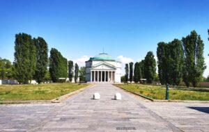 """Il Mausoleo della Bela Rosin: il piccolo e affascinante """"Pantheon"""" di Torino"""