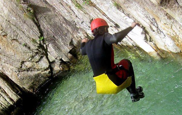 Vertical Trek: cascate d'acqua, scivoli naturali e divertimento tra le montagne del Piemonte