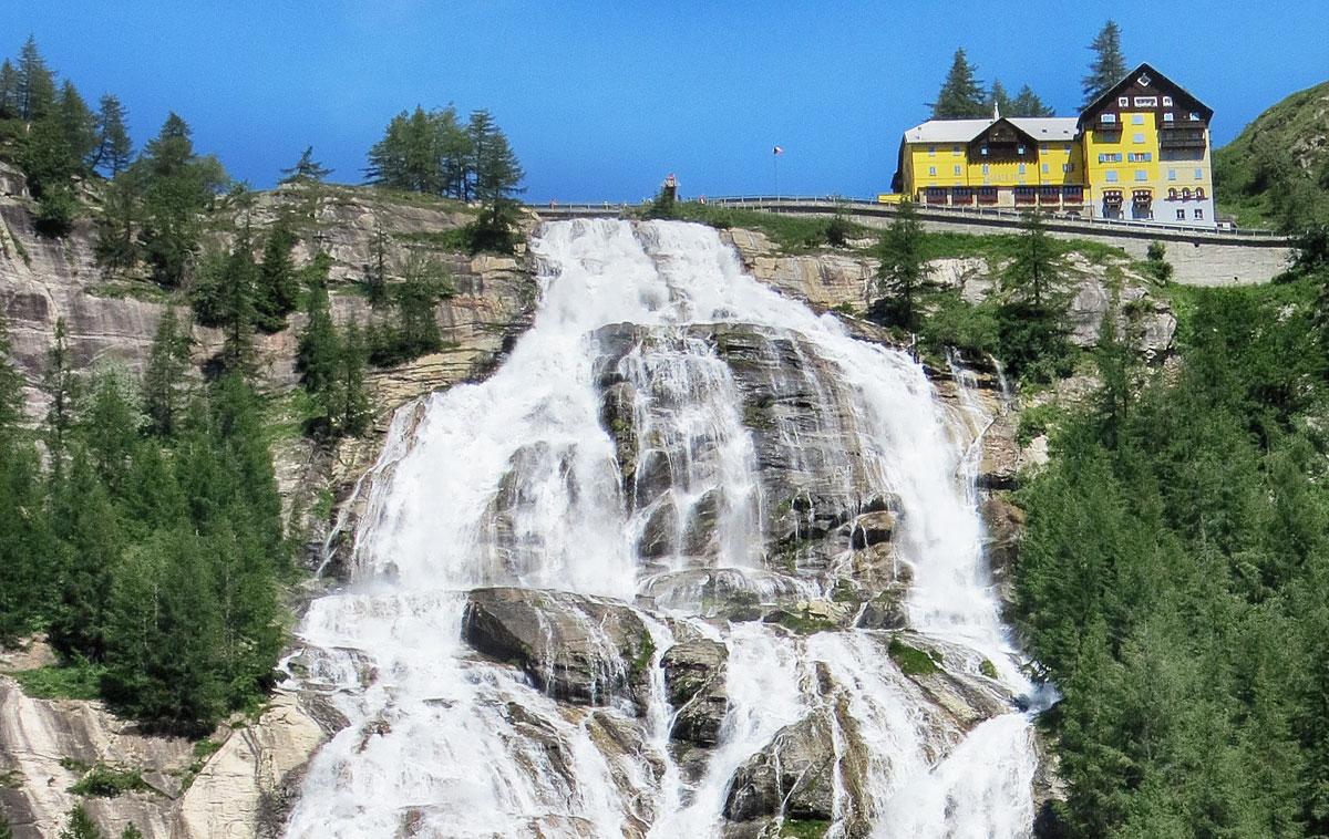 Piscine All Aperto Piemonte la cascata del toce, la più bella del piemonte e una delle