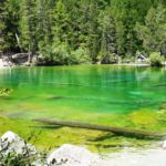 Il Lago Verde: un incantevole specchio d'acqua color smeraldo vicino Torino
