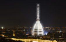 La Mole Antonelliana come la Tour Eiffel: un magico abito di luci per il Natale 2017