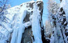 Cascate di ghiaccio in Piemonte: l'emozione di una arrampicata nelle montagne d'inverno