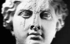 Anche le statue muoiono