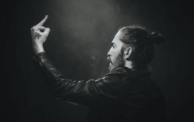"""Dennis Lloyd: l'autore e la voce di """"Nevermind"""" in concerto a Torino"""