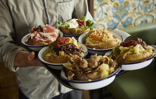 Poormanger, il ristorante a Torino dove mangiare le famose patate ripiene