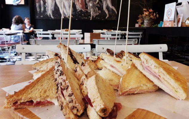 """Arte Bistro: toast gourmet e il primo aperitivo """"Giro Toast"""" di Torino"""