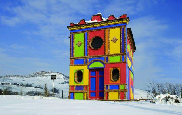 La Cappella del Barolo: la chiesa più colorata d'Italia tra i vigneti del Piemonte