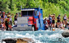 Carton Rapid Race 2018: incredibili barche di cartone si sfidano sulle rapide della Dora