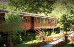 Il fiabesco villaggio di treni in Piemonte: soggiornare in antiche carrozze immerse nella natura
