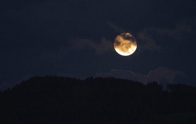Eclissi totale di luna a Torino vista dalla cupola della Basilica di Superga
