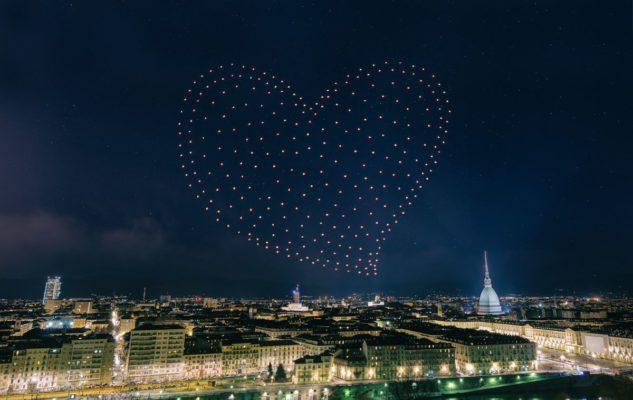 Spettacolo di San Giovanni 2019 a Torino: droni luminosi, giochi di acqua, luci e musica