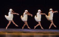 Chicos Mambo: spettacolo di danza tra humor e parodia