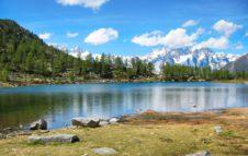 Il Lago d'Arpy: uno specchio d'acqua da favola affacciato sul Monte Bianco