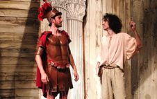 """Il Soldato Fanfarone: a Torino in scena il """"Miles gloriosus"""" di Plauto"""