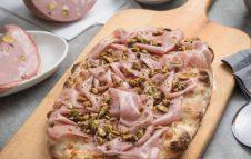 """La Pinseria: a Torino lo street food romano con la """"pinsa amatriciana"""" e altre golosità"""