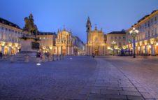In Piazza San Carlo arrivano le vetrine di Natale di Torino