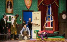 Che disastro di commedia, l'esilarante spettacolo in scena a Torino