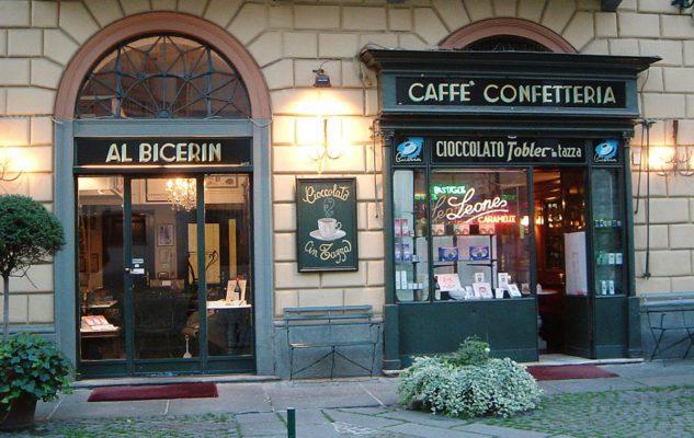 """Un """"Gianduiotto gigante"""" offerto al Caffè al Bicerin per la Befana 2019"""