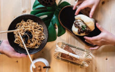 Oh Crispa: lo street food cinese a Torino con ravioli, noodles e panini taiwanesi
