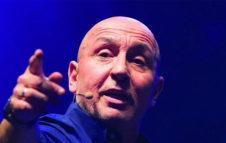 Maurizio Battista a Torino nel 2021 con il nuovo spettacolo teatrale