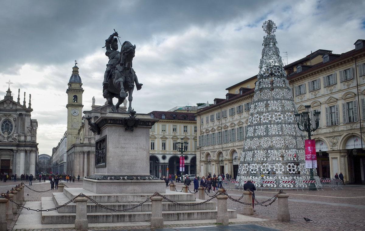 Albero Di Natale A Torino.L Albero Di Natale 2019 Di Torino Illuminera La Magica Piazza San Carlo 1 Dicembre 2019 6 Gennaio 2020 Torino