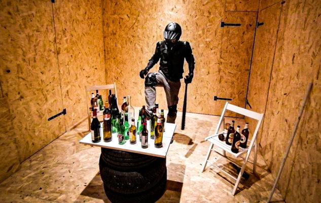 Rage Room Torino: la camera dove sfogare rabbia e stress rompendo tutto