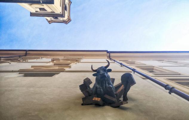 Toro che esce dal muro Torino