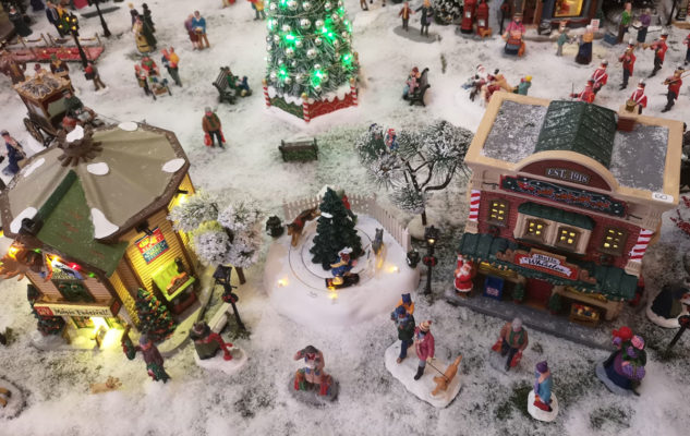 Il Mercatino di Natale Adisco 2019 a Torino: magia e solidarietà in un negozio incantato