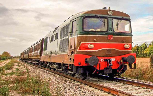 Un Treno Storico in partenza da Torino verso Il Magico Paese di Natale di Govone