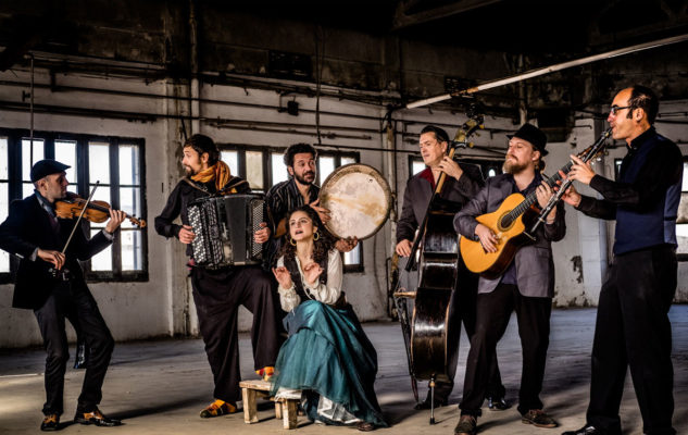 Barcelona Gipsy Balkan Orchestra: musiche dai Balcani e dal Medio Oriente a Torino