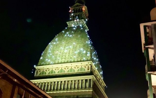"""La Mole Antonelliana color """"Bollicine"""" per il Capodanno 2020 a Torino"""