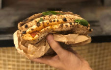 """Uagliò: a Torino è arrivata la famosa """"Pizza a Portafoglio"""" di Napoli"""