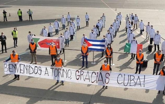 Coronavirus: a Torino sono arrivati 38 medici e infermieri da Cuba
