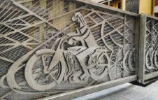 Il cancello futurista: l'opera d'arte nascosta nel centro di Torino