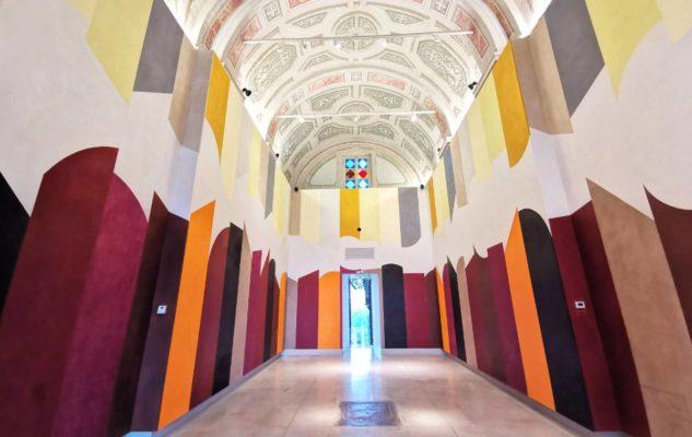 La Cappella del Relais San Maurizio: un'esplosione di colori tra le colline delle Langhe